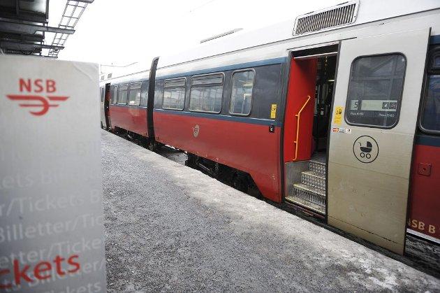 FORTERE: Endelig skal reisetiden med tog mellom Tønsberg og Oslo bli kortere. I februar kommer det også nye togsett på Vestfoldbanen. Foto: Harald Strømnæs