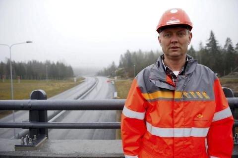 Selve veibredden blir 23 meter, som på E18 lenger nord i Vestfold, men kjørefeltene mellom Sky og Langangen er bare atskilt av en to meter bred midtdeler med autovern, forteller prosjektleder Jørn Rinde.