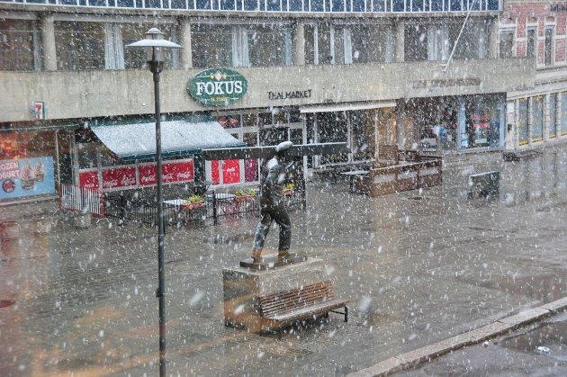 Tett med snøflak på Stortorvet.