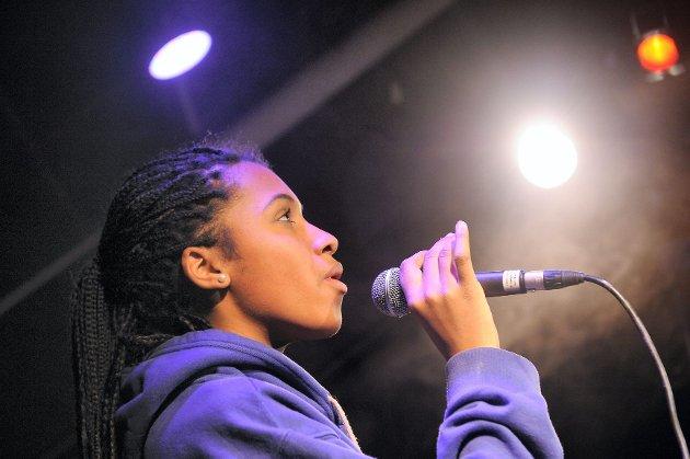 Amanda Louise K'Odingo (15) er en av 20 semifinalister som skal kjempe om å bli årets Vestfoldtalent. Fra og med i dag og fram til 20. mai kan du stemme fram din favoritt. Foto: Per Langevei