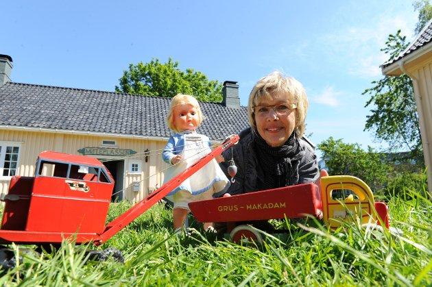 I samarbeid med velvillige bidragsytere har Gro Midttun og Sandefjord Lokalhistoriske Senter samlet sammen store mengder leker fra 1950- og 1960-tallet.