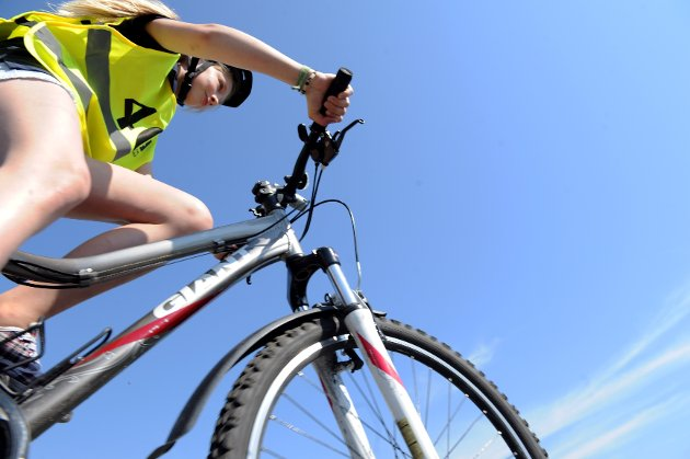 Nesten 8.000 elever fra 5. til 7. klassetrinn i hele Vestfold har i mai måned gjennomført sykkelopplæring, praktisk trening på sykkel og «pugget» trafikkregler for syklister. I Sandefjord og omegn var Ida Taraldsen en av de 60 som fikk prøve seg bak styret ved den store sykkelprøven.