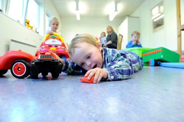 Emil Enge og resten av barna i Vesterøy Menighetsbarnehag har flyttet inn i nye midlertidige lokaler på Framnes etter brann i det gamle bygget.