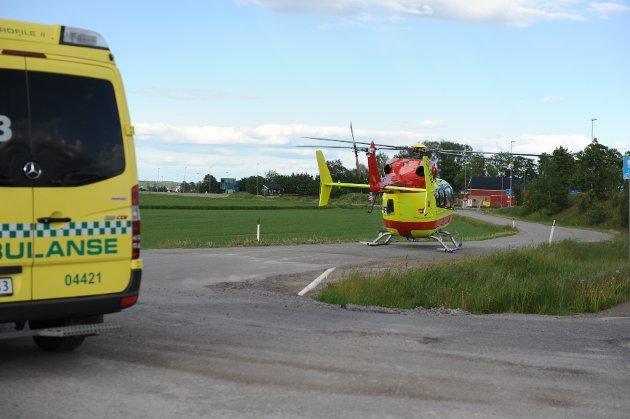 Her møtes ambulansen med den skadde og luftambulansen på Sem.