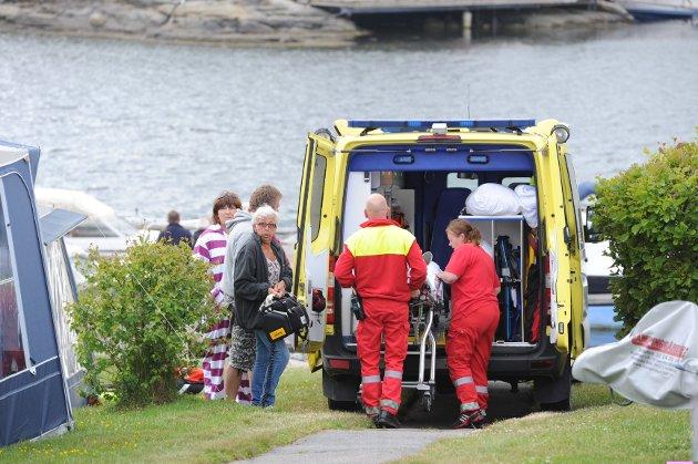 Her blir jenta tatt med om bord i sykebil. Hun ble transportert videre til Vesterøya skole der luftambulansen ventet.