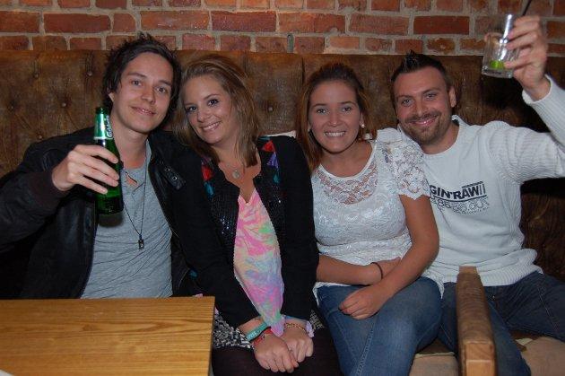 På Holdeplassen: Tom Sunde, My Barco Baron, Julia Lund og Henrik Larsen.