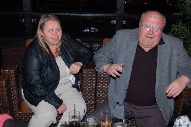"""På Brygga Bar: Sissel Maarsen og Roy verdensmesteridart """"onkel"""" Trevland."""
