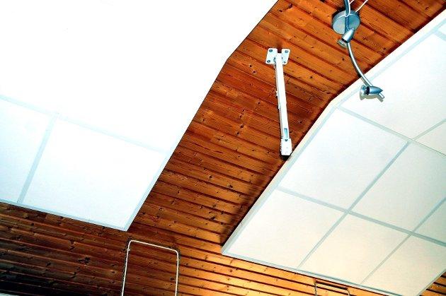 BORTE: Prosjektoren som hang i taket ble stjålet.