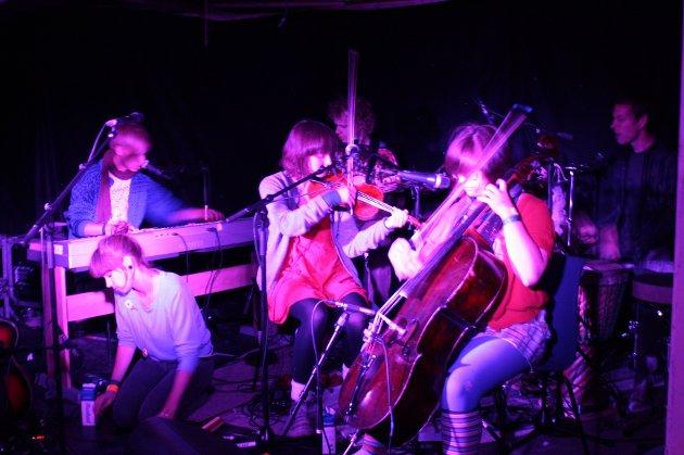 Hele gjengen fra Trippelkonserten: Einar Stray, Therese Aune, Pål Moddi Knutsen, Hanna Furuseth, Ofelia Østrem Ossum og Jørgen Nordby Henriksen.