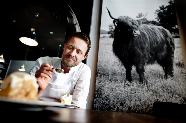 Øyvind Hjelle (38) har sterke meninger om og følelser for mat, og er spesielt opptatt av at råvarene skal være gode og ferske.