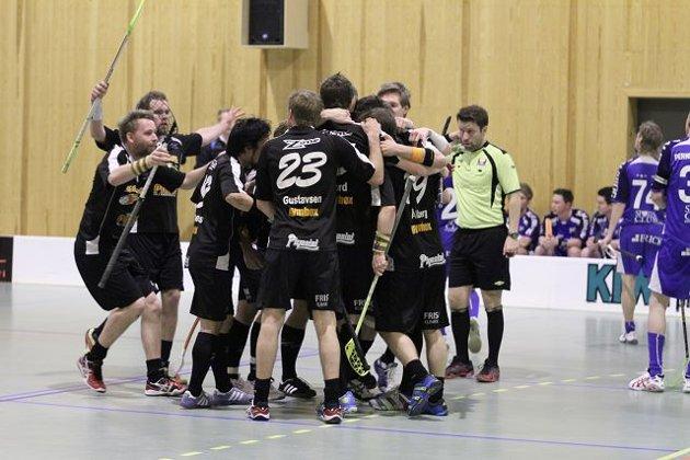 Slevik jublet etter seier over Sarpsborg i tredje semifinale og dermed er de klare for finalespill. Finalen spilles 22. april i Rykkinnhallen mot enten Fjerdingby eller Tunet.