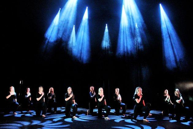 Kulturskolen fremførte forestillingen Move It på Dansens Dager i Blå Grotte.