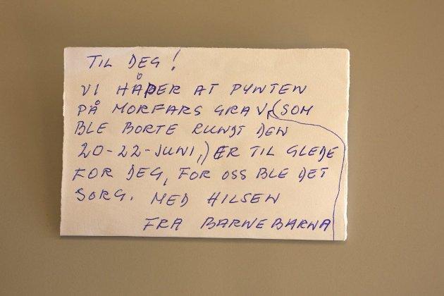 MER SORG: Dette leserbrevet kom inn til Tønsbergs Blad. Tyveriet skjedde på Nøtterøy kirkegård. Foto: Anette Lien