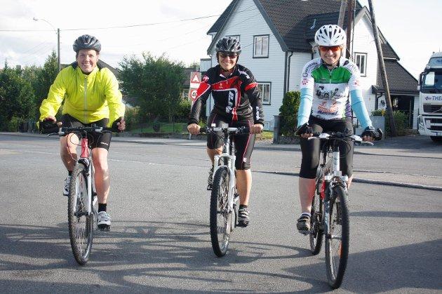 Anine H. Eliassen (venstre), Gunn Edit Nilsen og Mona Westgård Lund er alle deltakere i Utfordringen og forbereder seg til Sandefjordrittet og Gråtassen med ukentlige fellestreninger.