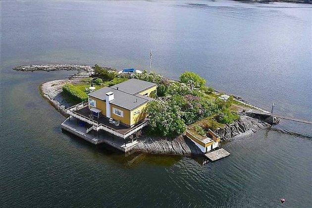 EGEN ØY: For «bare» 12. millioner kan du nå få deg din egen øy i Indre Oslofjord. Prisen på eiendommen på Kreyerskjær er nå kuttet med 25 prosent. FOTO: ADVOKATENE SEM OG JOHNSEN EIENDOMSMEGLING