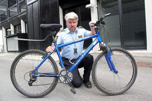 KRAFTIG ØKNING: Politiførstebetjent Bjørn Egil Drangevåg ber sykkeleiere ta sine forholdsregler ved å notere rammenummer og registrere sykkelen. FOTO: KIM VAN DER LINDEN