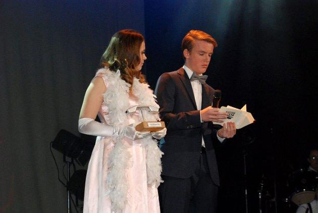 PIXELPRISEN: Sandvika VGS bragte Hollywood-glamour til Sandvika Teater med sin egen prisutdeling Pixelprisen for skolens elever som hadde utmerket seg innen media i 2012 FOTO: THERESE HEMB MYREN.