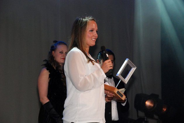 PIXELPRISEN: Sandvika VGS bragte Hollywood-glamour til Sandvika med sin egen prisutdeling Pixelprisen for skolens elever som hadde utmerket seg innen media i 2012 FOTO: THERESE HEMB MYREN.