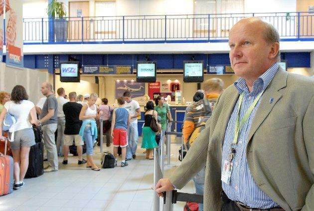 Alf-Reidar Fjeld vil ta ut søksmål for domstolen for å få kjent oppsigelsen usaklig, med mindre Sandefjord Lufthavn AS rydder opp i løpet av kort tid.