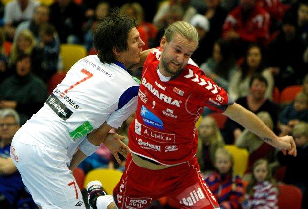 Anders Liverstam (rødt) og HHK vant enkelt mot Vålerenga i Tysvær arena lørdag ettermiddag.