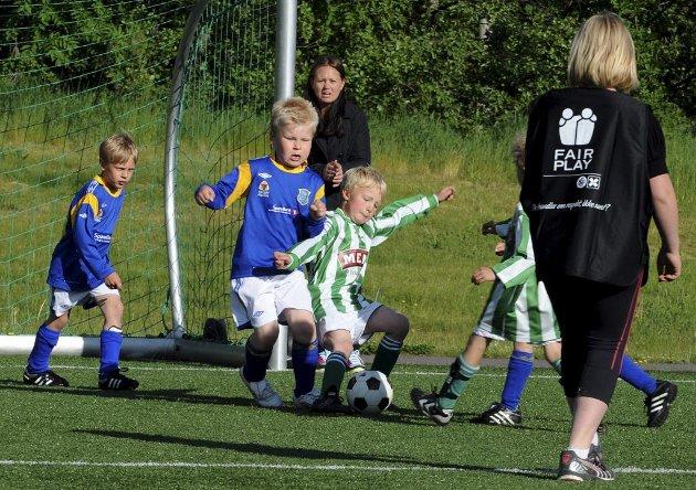 Aktivitetsturnering på Eik. Skikkelig duell mellom Teie og Barkåker.