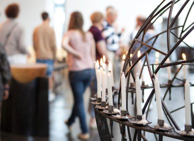 Det ble en annerledes og sterk gudstjeneste for de få som hadde møtt opp i Lommedalen kirke søndag 22. juli.