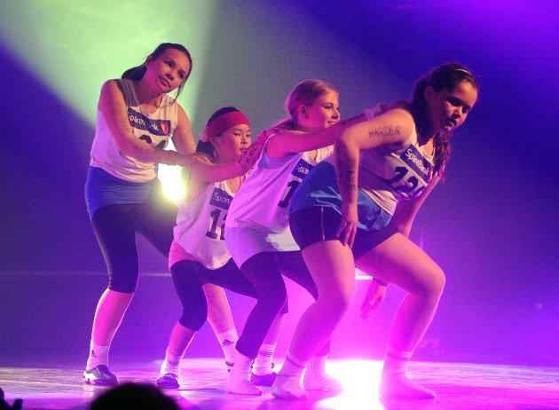 Danseskolen SPOTLIGHT hadde vårforestilling. 260 aktører i alderen 2,5 til 30 år stod på scenen og skapte et kjempeshow i Helgerødhallen som varte i nærmere to timer.