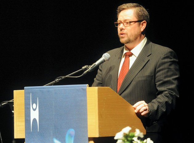 Lokallagsleder i Sandefjord og Larvik lokallag, Egil H. Olsvik, holdt dagens tale til konfirmantene.