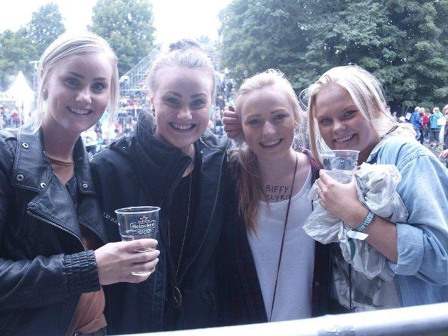 Emilie Knudstad (18), Marte Knudstad (18), Oda C. Rukke Hansen (18) og Hilde S. Skuthe (18).