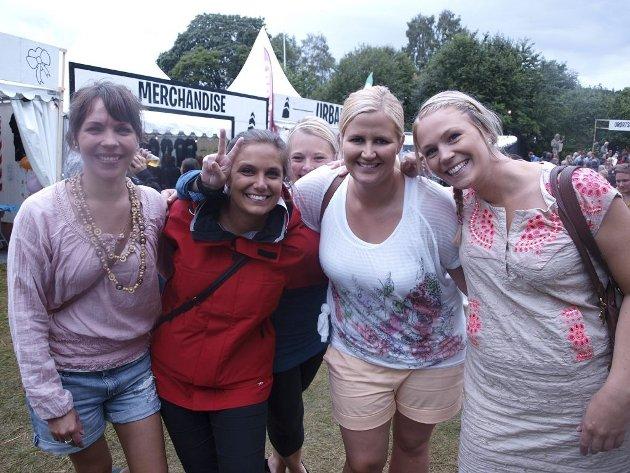 Karin Norum (26), Anett Gundersen (28), Ina Bottolfsen (24), Yvonne Simonsen (27) og Jane Røed (27) fra Tønsberg.