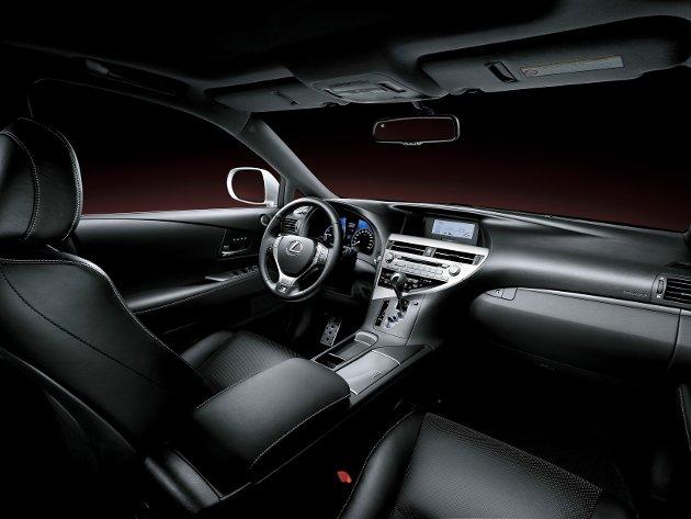 Interiøret på SUV-modellen RX450h.
