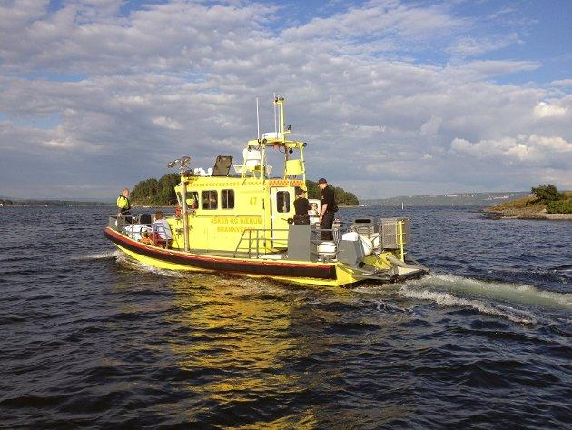 De to som skadet seg i ulykken ble fraktet bort med brannbåten.