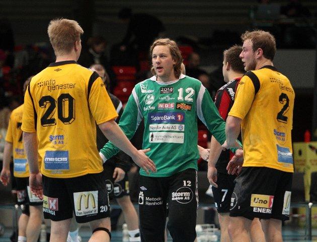 Kampen mellom HK Herulf Moss - ØIF Arendal endte med uavgjort, til tross for at bortelaget på det meste ledet med syv mål. Fra venstre: Stian Gabrielsen, Jonathan Averstedt og Joakim Patriksson.