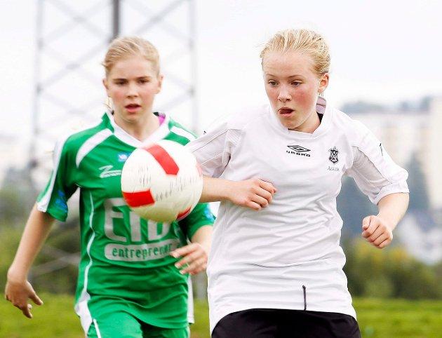 I GANG: Askers jenter i 13-årsklassen startet Norway Cup med å tape 0–2 for Manglerud Star. FOTO: ULF HANSEN