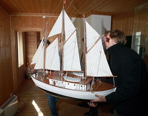 """""""MAUD"""": Denne modellen viser hvordan """"Maud"""" så ut ferdig rigget da den la ut på sin ekspedisjon fra Vollen. FOTO: KARL BRAANAAS"""