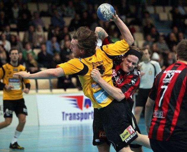 Kampen mellom HK Herulf Moss - ØIF Arendal endte med uavgjort, til tross for at bortelaget på det meste ledet med syv mål. Henrik Lundvall.