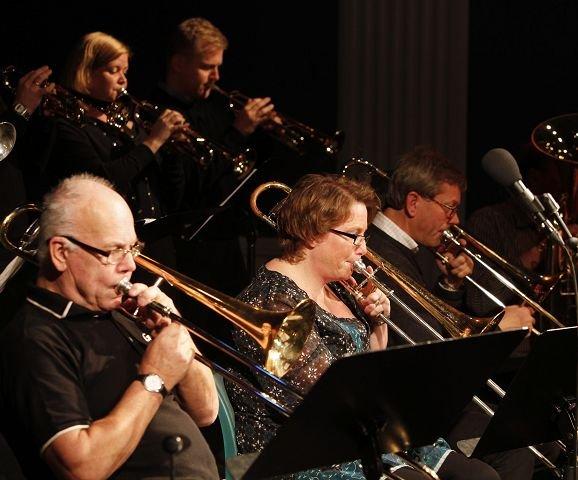 NY FESTIVAL: Grav storband åpnet Stabekk Jazzfestival 2010. FOTO: TORE GURIBY
