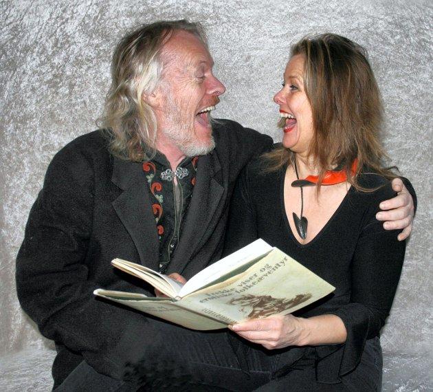 Skuespiller Torstein Andersen og sanger Elfi Sverdrup har sammen laget forestillingen «Frekke viser og erotiske folkeæventyr», som de med latter hevder har 16 års aldersgrense.  FOTO: TORDIS ØDBEHR<I><U></U></I>