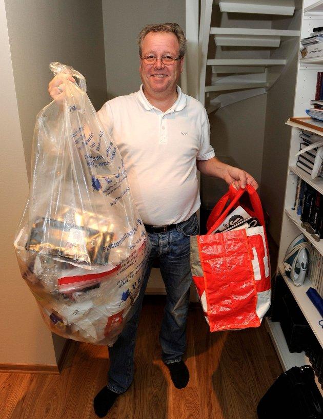 Per Einar Johansen er flink til å samle inn plast. Han fyller en hel sekk på bare to uker.