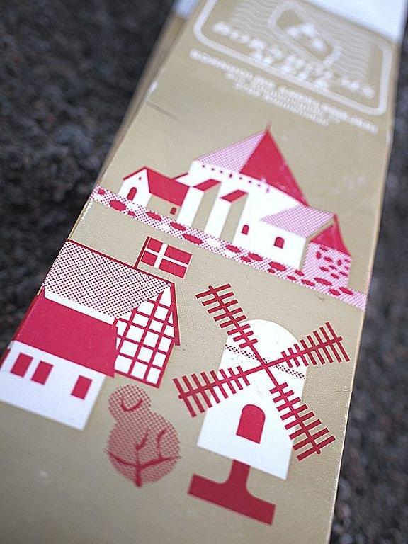BORNHOLM: Rundkirken på Bornholm markedsføres på melke- kartonger og med nips. Foto: Hans Christian Moen