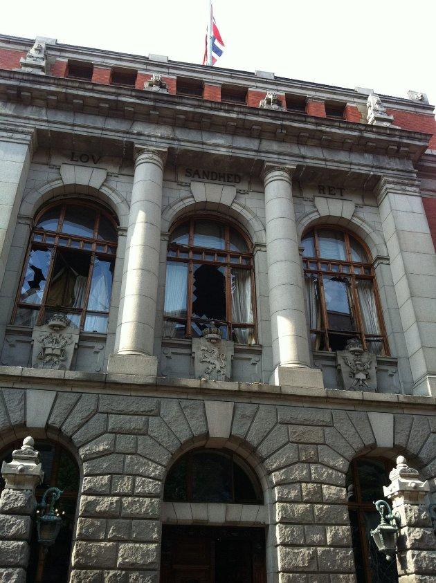 ØDELEGGELSER: Høyesteretts Hus ble påført store skader av bombeeksplosjonen den 22. juli. Bildet er tatt av direktør Gunnar Bergby i Høyesterett, under en befaring den 23. juli i fjor. FOTO: GUNNAR BERGBY