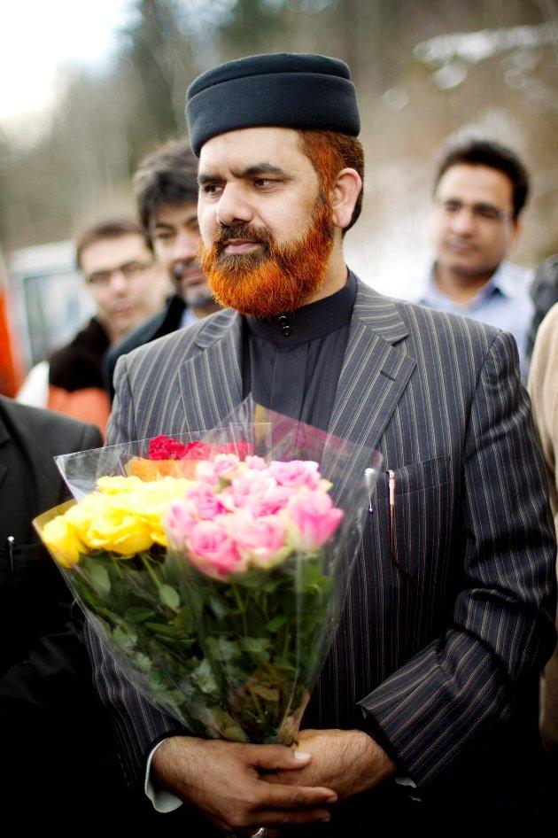 Imam for den største muslimske menigheten i Drammen; Minhaj-ul-Qurah International på Fjell, Noor Amhad Noor, mener muslimer som har spist kebab med svinekjøtt ikke trenger å føle seg urene. -Allah tilgir de, sier Noor.