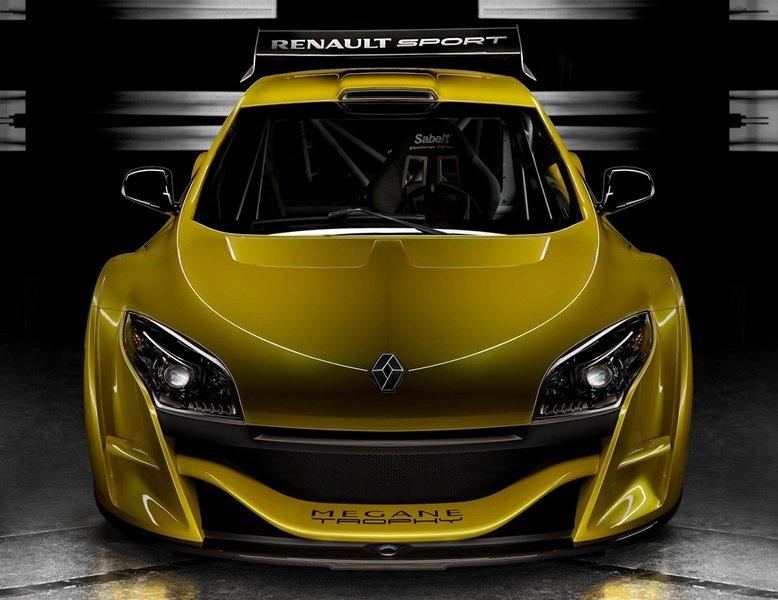 Trophy har en V6 3.5 24V-motor med 360 hk.