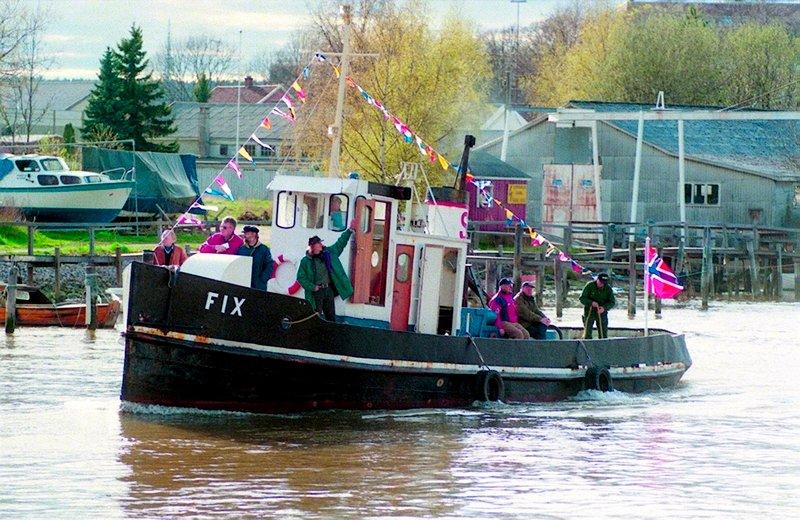 Den gamle slepebåten Fix returnerer til Fredrikstad.          Fotograf : Thor-Arild Hansen     TattDato  : 03/05/1998