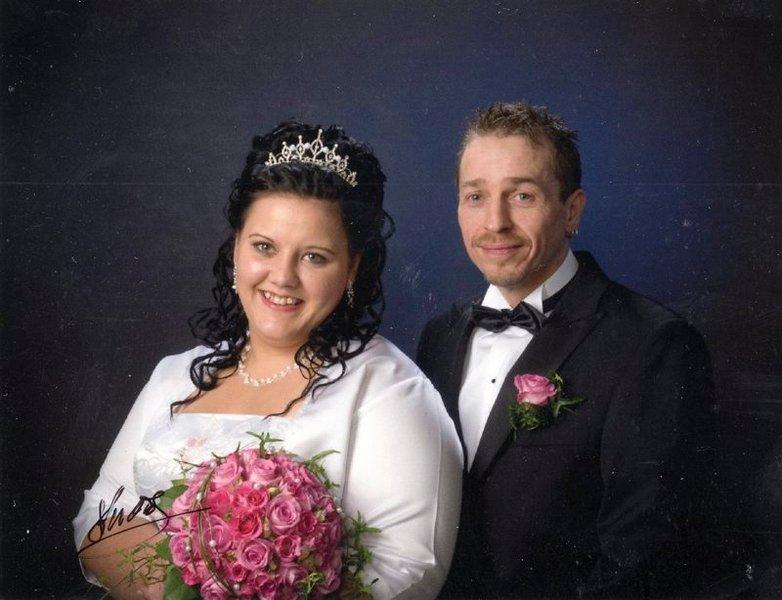 Ann-Charlotte Johannessen og Thomas Johansen ble viet 8. november i Skjeberg kirke.          FOTO: STUDIO S