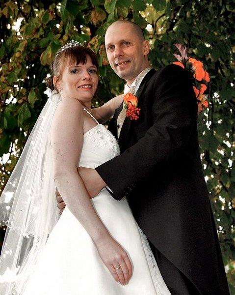 Siw Anett B. Gundersen og Kenth Gundersen giftet sesg 3. oktober.          FOTO: FOTOGRAFENE I FREDRIKSTAD