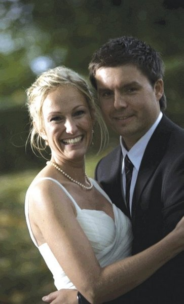 Storebror Haakon og Line giftet seg i København i oktober. Velkommen i familien, Line, du er den beste svigerinne man kan ønske seg! Hilsen Ingunn og Kristine. Lars og Anne Berit hilser også.