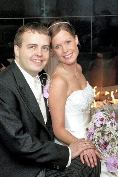 Sonja Fineide og Anders Riise Standal giftet seg i Gamle Glemmen kirke 15. november.           Foto: Bjørn Fineide