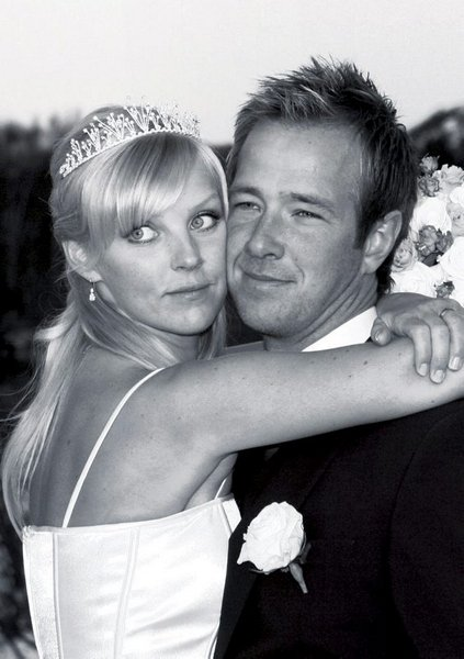 Vi giftet oss 22. november i Hauge i Dalane. Hilde Iren Omdal og Fredrik Lundell.