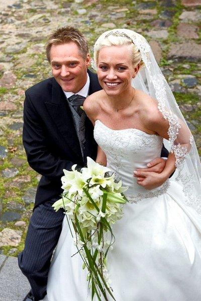 Vi giftet oss 6. september i Onsøy kirke. Linn og Tommy Hagaa Ek.          FOTO: TAGE SOLBERG